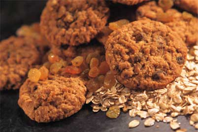 oatcakes with raisins and raw oats